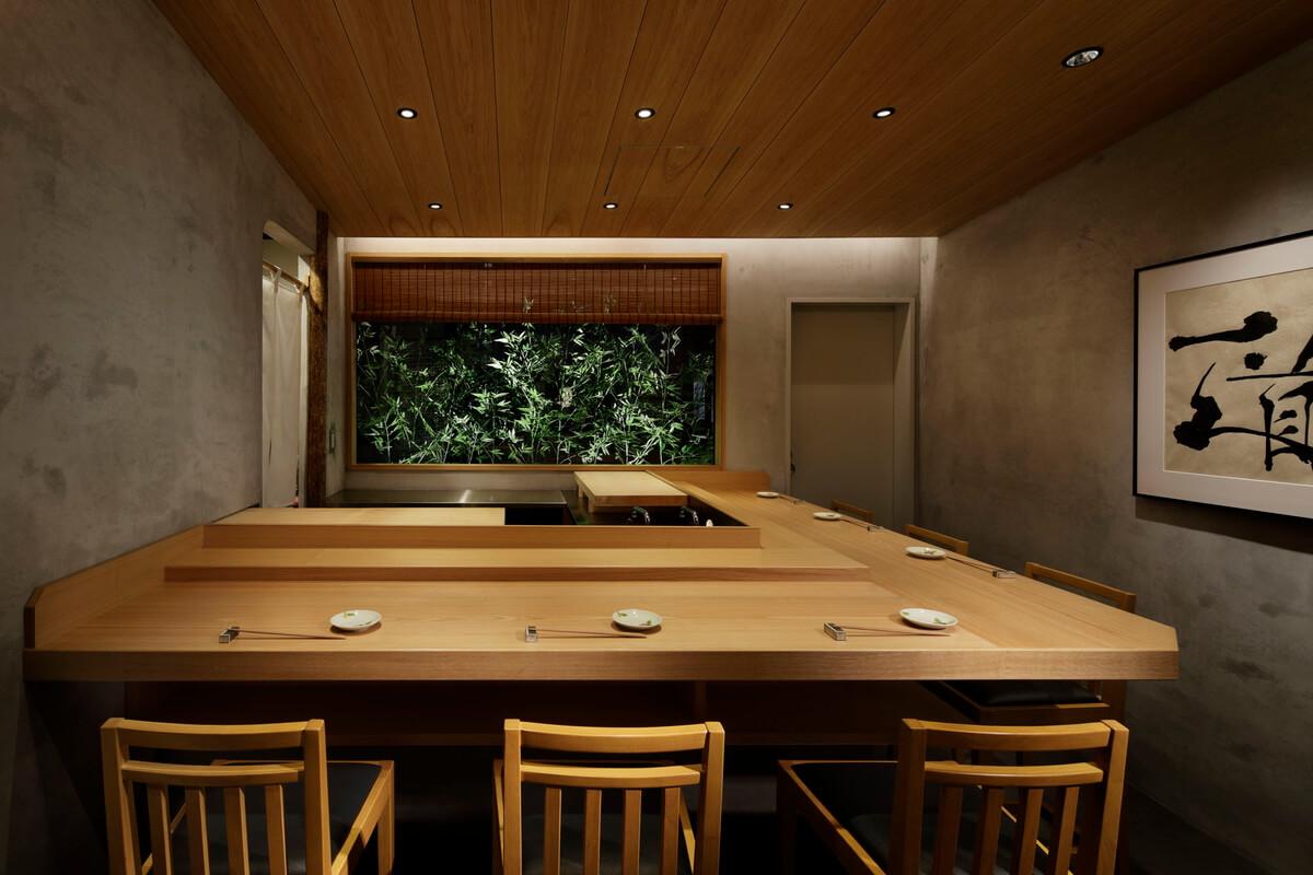 「越中勇樹」が江戸前鮨の道をひたすらに追及する。
